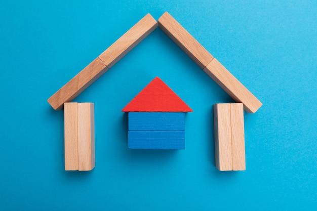 Investeringsverzekering. bescherming van leven en huis. verzekeringspolis concept.