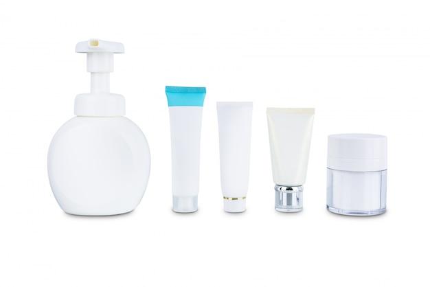 Inzameling van de plastic fles van de schoonheids kosmetische hygiëne containers die op witte achtergrond wordt geïsoleerd