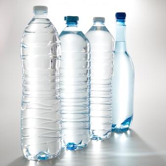 Inzameling van geïsoleerde waterflessen
