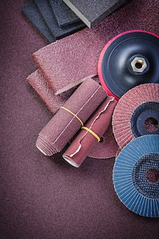 Inzameling van schurende materialen op polijstpapier