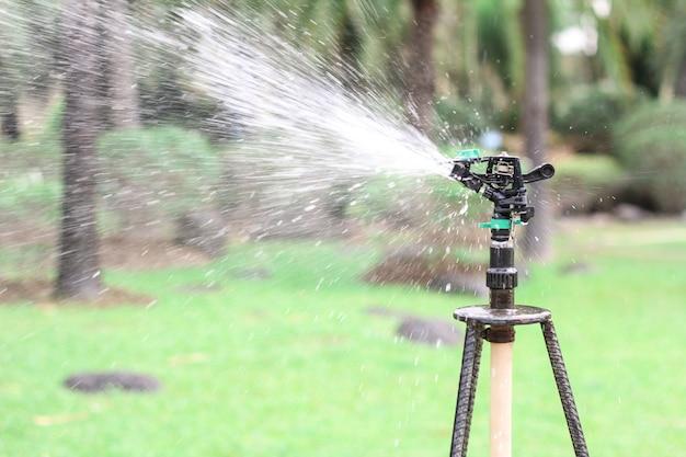Irrigatiesysteem in functie van het besproeien van landbouwgewassen
