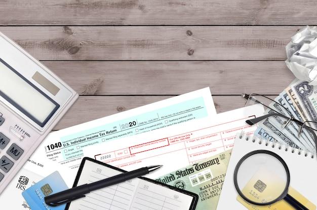 Irs vormen 1040 individuele aangifte inkomstenbelasting en w-2 loon- en belastingstaat