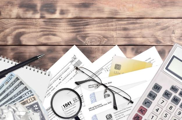Irs vormt 1041 inkomstenbelastingaangifte voor landgoederen en trusts