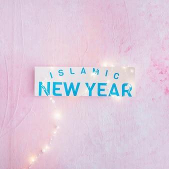 Islamitische nieuwjaarswoorden op papier en slinger
