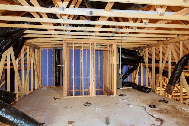 Isolatie van zolder met glasvezel koude barrière en isolatiemateriaal