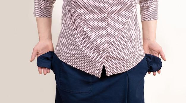 Isoleerden de vrouwen lege zakken witte achtergrondhandzwarte