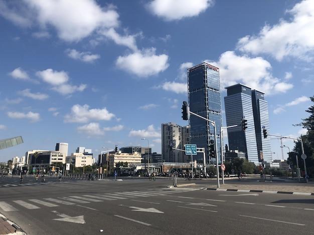 Israël. lege straten van tel aviv tijdens de nationale feestdag van yom kipur