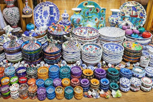 Istanbul, turkije - september 08, 2014: de grand bazaar is een van de grootste en oudste overdekte markten ter wereld op 8 september 2014 in istanbul, turkije.