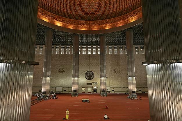 Istiqlal-moskee is de grootste moskee in zuidoost-azië.