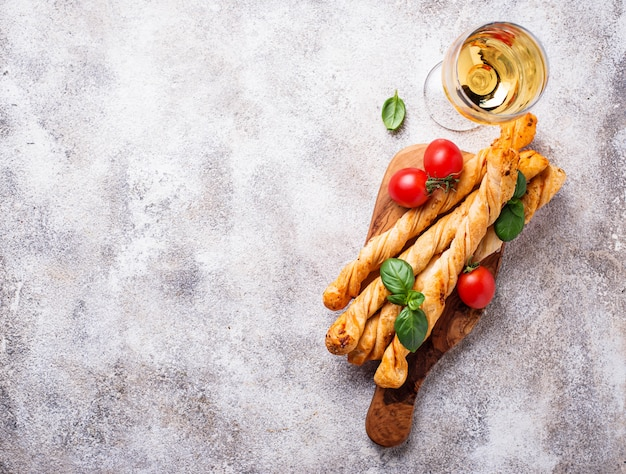 Italiaanse antipasto grissini met tomaat