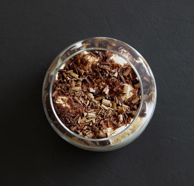 Italiaanse desserttiramisu in een glas. nationale keuken. traditioneel recept.