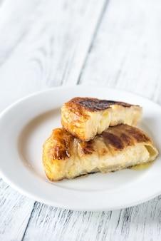 Italiaanse flatbreads gevuld met kaas