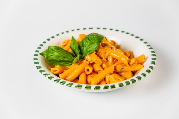 Italiaanse keuken penne pasta met romige saus