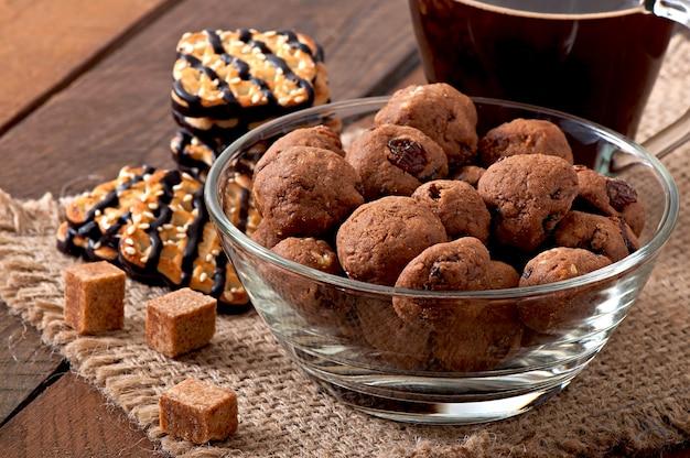 Italiaanse koekjes florentino met rozijnen en walnoten