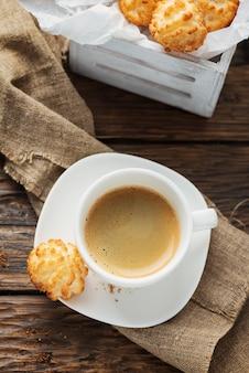 Italiaanse kokos koekjes met koffie
