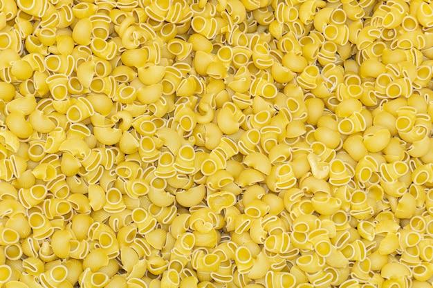 Italiaanse pasta achtergrond. een grote hoeveelheid fijne pasta
