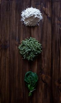 Italiaanse pasta en ingrediënten voor het koken