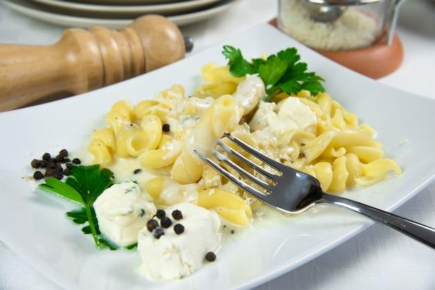 Italiaanse pasta met blu-kaascrème