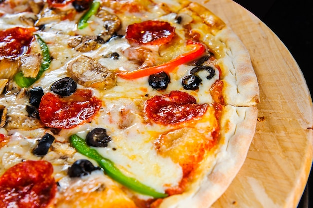 Italiaanse pizza close-up.