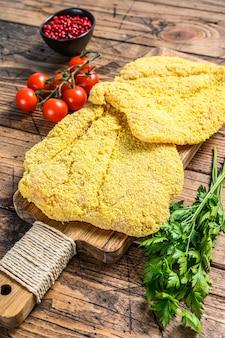 Italiaanse rauwe milanese schnitzel
