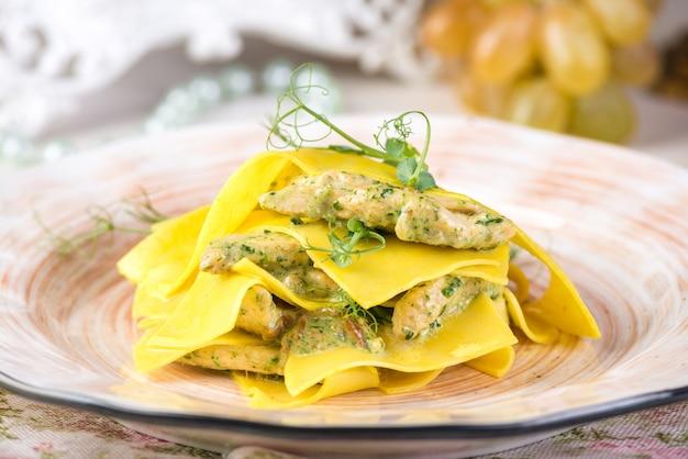 Italiaanse recepten, traditionele pasta maltagliati met mosselen en linzen.