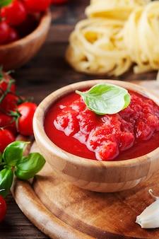Italiaanse saus met tomaat en basilicum