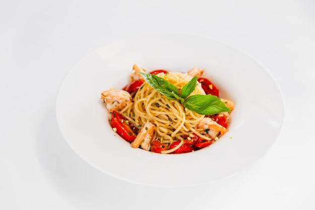 Italiaanse schotel spaghetti pasta met garnalen