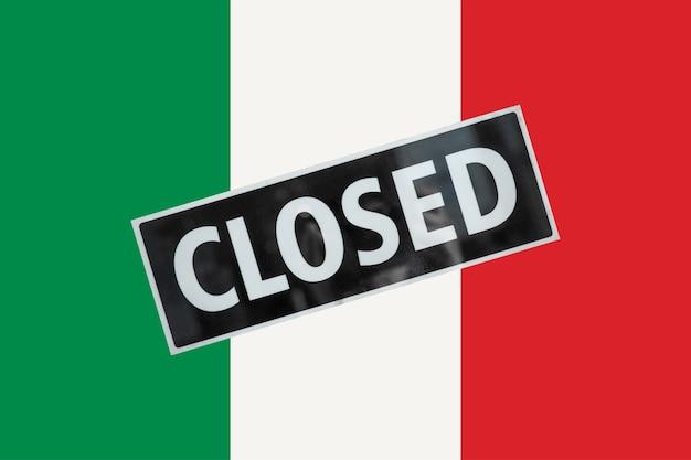 Italiaanse vlag van italië met gesloten bord