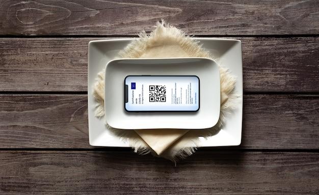 Italië - 24 juli 2021: de european green pass - europees covid-certificaat wordt verplicht om binnenrestaurants te betreden.