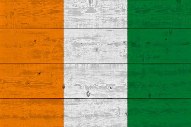 Ivoorkust - ivoorkust vlag geschilderd op oude houten plank