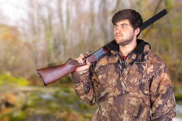 Jager met zijn geweer