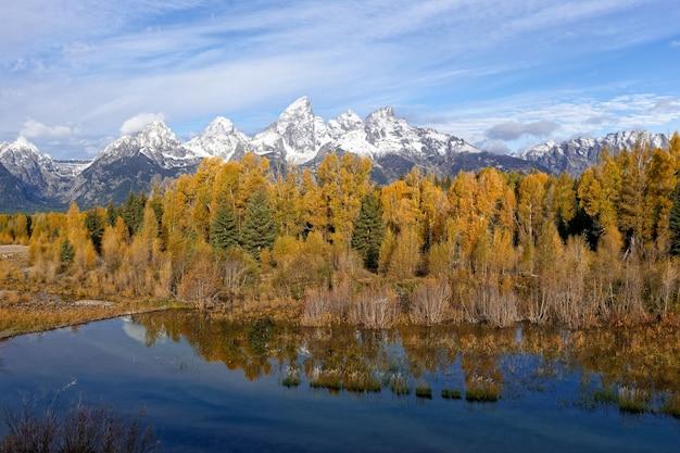 Jagged grand teton-gebergte in de herfst