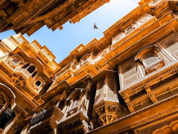 Jaisalmer india prachtige architectuur van patwon ki haveli in jaisalmer
