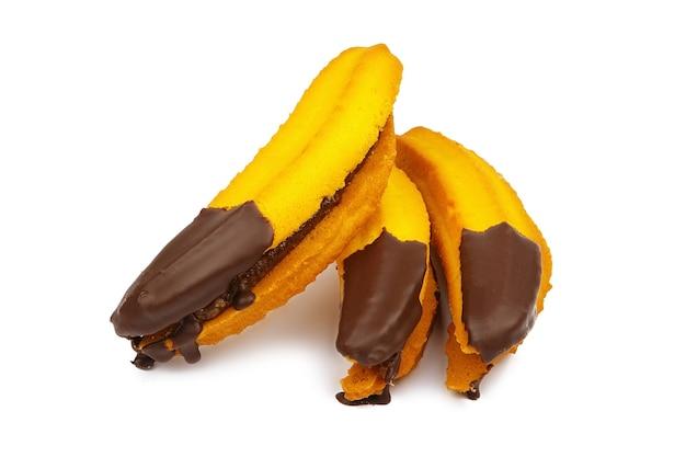 Jam gevulde koekjes met chocolade in de vorm van een geïsoleerde banaan