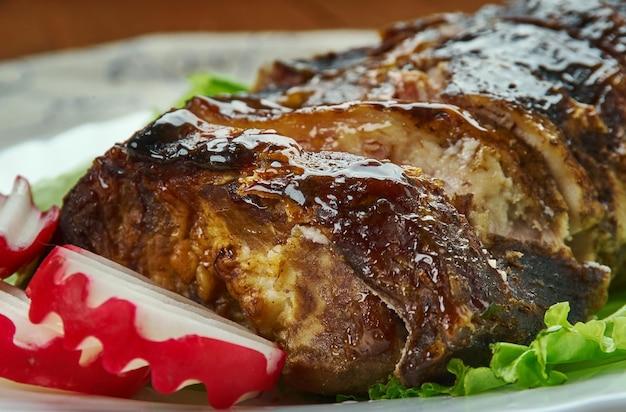 Jamaicaanse jerk spare ribs, caribbean barbecue, overheerlijke zoete en pittige pasta gemaakt van drie hoofdingrediënten zoals chilipepers, piment en tijm