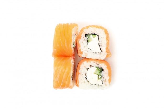 Japans eten. heerlijke sushi rolt geïsoleerd