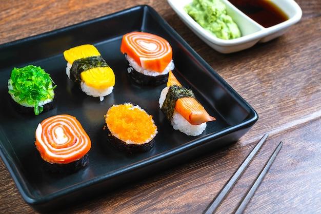 Japans eten, sushi op tafel