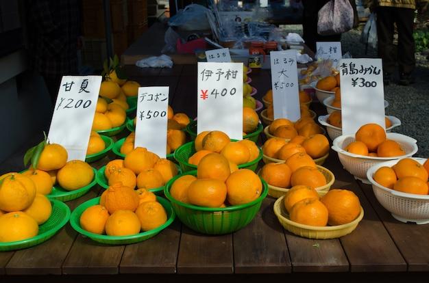 Japans oranje te koop in de lokale markt, japan
