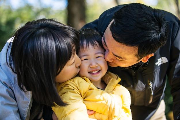Japanse familie in een park