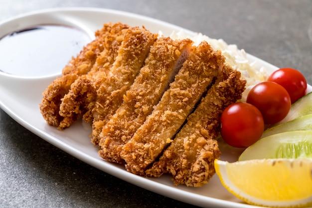 Japanse gefrituurde varkenskotelet (tonkatsu set)