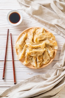 Japanse gyoza of knoedelsnack