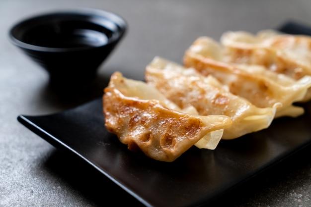 Japanse gyoza of knoedelssnack