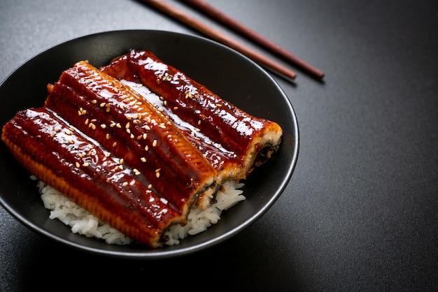 Japanse paling gegrild met rijstkom of unagi don - japans eten
