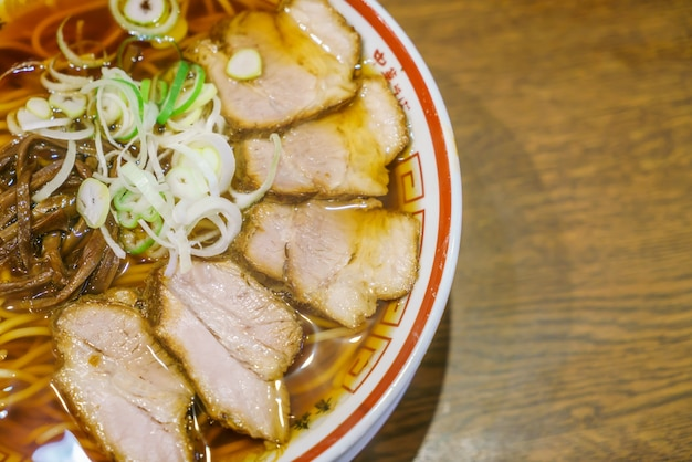 Japanse ramen noodle op tafel