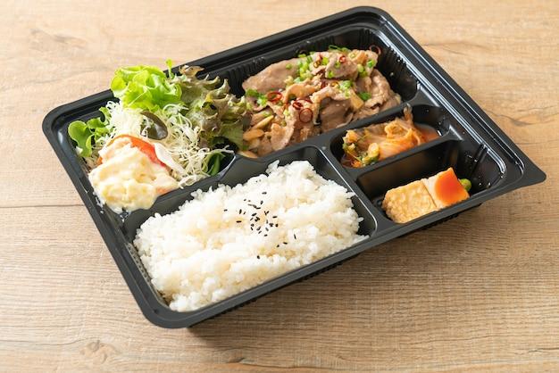 Japanse rijst met varkensvlees yaki bento set - japanse voedselstijl