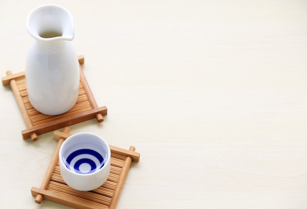 Japanse sake oosters drankje stijl op de tafel
