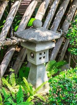 Japanse stenen lantaarn