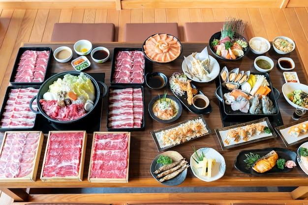 Japanse sukiyaki en eten