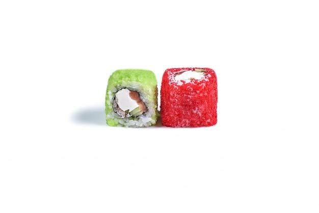 Japanse sushi rollen geïsoleerd op wit