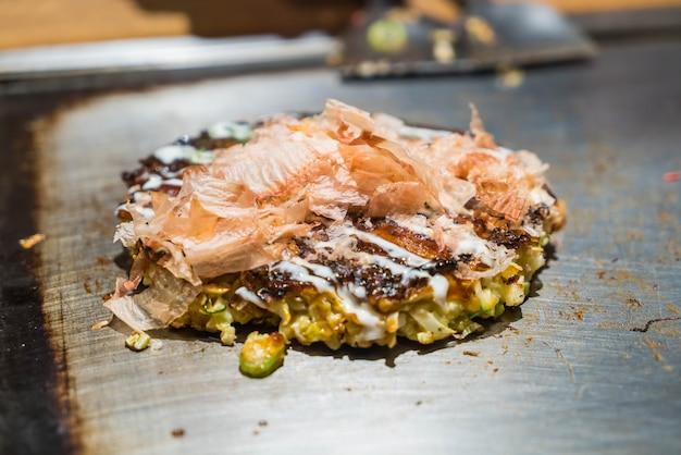 Japanse traditionele pizza okonomiyaki